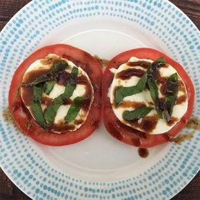 healthy_tomato_mozarella_salad_recipe