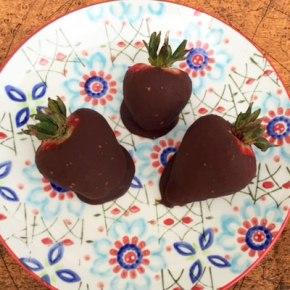 Paleo_chocolate_covered_strawberries_recipe